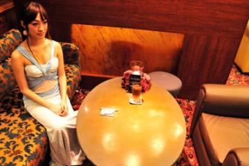 """体験入店!店のレンタルドレスに着替え <i class=""""fa fa-play-circle""""> 続き画像あり</i>"""